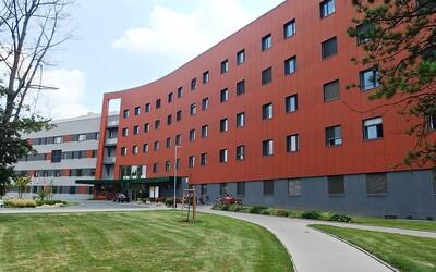Nemocnice v Uherském Hradišti zaznamenala deset nových případů koronaviru.