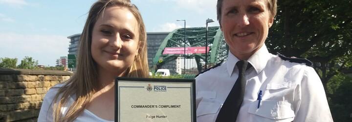Dívka bojuje proti sebevraždám povzbuzujícími vzkazy na mostě. Zachránila už 6 životů