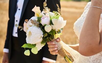 Slováci a Slovenky sa sobášia čoraz menej. Svadby mávame až po 30. narodeninách, muži výrazne neskôr ako ženy.