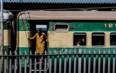 V Pákistánu se srazily dva vlaky. Při nehodě zemřelo nejméně 38 cestujících.