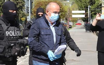 Kajetán Kičura vraj podnikateľovi požičal 175-tisíc v 100 € bankovkách a v jednej obálke. Súd nevie, ako sa tam mohli zmestiť.