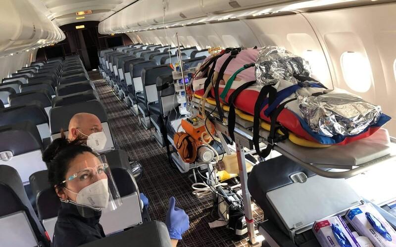 FOTO: Takto prevážajú slovenských pacientov s koronavírusom v ťažkom stave do nemeckých nemocníc.