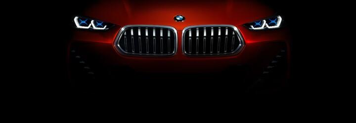 Nová päťka do Paríža neprišla, BMW však púta pozornosť novou X2-kou, ktorá v sériovej podobe dostane okolo 300 koní