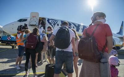 Pri plánovaní dovolenky počítaj s 5-dňovou rezervou na karanténu, odkazuje Slovákom ministerstvo zahraničných vecí.