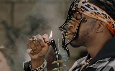 Fajčiť marihuanu z náčinia za pol milióna dolárov je luxus, ktorý si užil známy americký raper