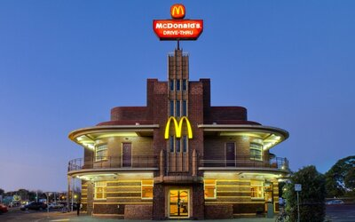 Fakt husté McDonald's budovy