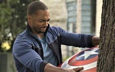 Falcon a Winter Soldier jsou nezastavitelní parťáci. Finální trailer láká na nejakčnější seriál historie