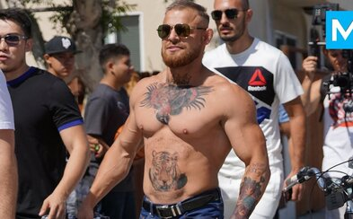 Falošný McGregor spôsobil poriadny rozruch. Ľudia boli vo vytržení, že sa stretli so svojím idolom a začali si ho fotiť