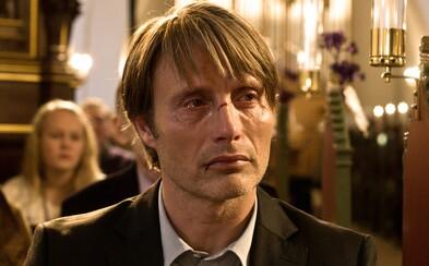Fantastický Mads Mikkelsen ťa emocionálne rozdrví v intenzívnej severskej dráme Hon