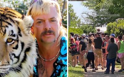 Fanúšikovia minisérie Tiger King zaplnili novootvorenú zoo a ignorujú pritom opatrenia na ochranu pred koronavírusom