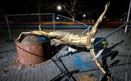 Fanúšikovia sa nahnevali na Ibrahimoviča a zvalili jeho sochu. Vraj zradil svoj domáci klub