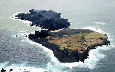 Fascinujúca magma a láva vytvorili pri Japonsku nový ostrov, ktorý sa rozrastá do neočakávaných rozmerov