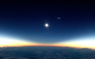 Fascinující video zatmění Slunce v Mikronésii z paluby letadla okouzlí každého. Ani příběh o jeho vzniku není nudný