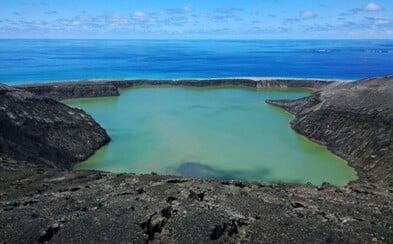 Fascinující záběry nově vzniklého sopečného ostrova, který dosud navštívilo pouze pár odvážlivců