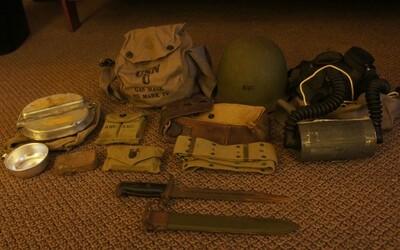 Fascinujúci nález vnuka, ktorý po dedkovi našiel tašku z druhej svetovej vojny plnú vojenských relikvií