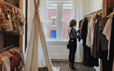 Fast fashion je minulosť. 3 dôvody, prečo je požičiavanie lepšie ako kupovanie. Spoznaj budúcnosť módy v zahraničí a na Slovensku