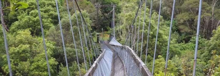Francúzi zavŕšili turistiku nezvyčajným spôsobom: Prepadol sa pod nimi lanový most