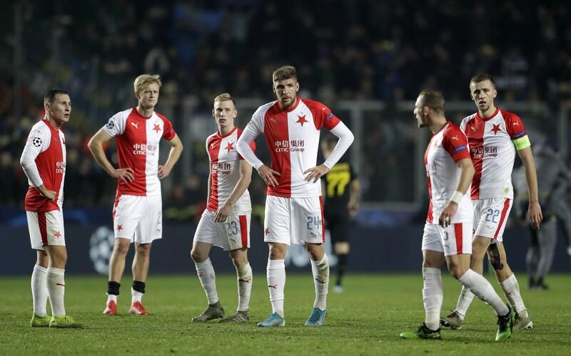 Fotbalista Slavie se nakazil koronavirem. Klub musel zrušit přípravný zápas.