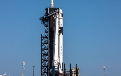 SpaceX a NASA přepsaly historii. Úspěšný start lodě Crew Dragon vyslal astronauty k ISS.
