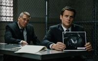 FBI agenti vedú v poslednom traileri pre Fincherov seriál Mindhunter rozhovory s nebezpečnými väzňami, aby vyriešili otvorené prípady