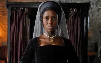 Annu Boleynovú v minisérii stvárni černoška. Na výber herečky sa zniesla kritika.