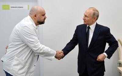Putin si podával ruku s lékařem, který má koronavirus. Zatím pracuje z domu, neustále ho však testují.