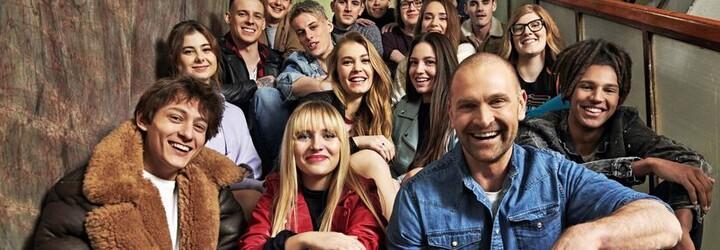 Stredoškolská trieda s najväčším počtom influencerov na Slovensku sa vracia. Čo prinesie seriál Pán profesor?