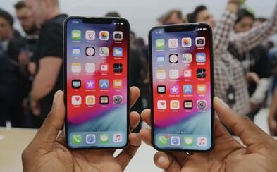 Feministky kritizujú Apple za to, že vyrába iPhony príliš veľké pre priemernú ženskú ruku
