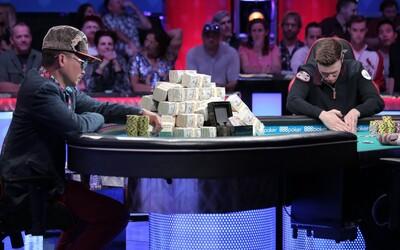 Fenomenálny blaf pokrového hráča so zúfalými kartami, ktorým súpera psychicky zničil v priamom prenose. Získal 8 miliónov dolárov a odišiel spokojný