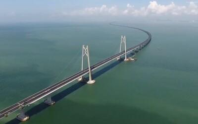 Fenomenálnych 55 kilometrov za 12 miliárd. Najdlhší most cez more na našej planéte vyráža na nových záberoch dych