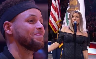 Fergie na basketbale zaspievala americkú hymnu veľmi svojsky. Baví sa na nej celý internet a samotní hráči tiež