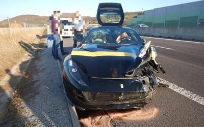 Ferrari skončilo na totálku, škodu vyčíslili na 151-tisíc. Za volantom sedel 31-ročný muž a jazdil, ako keby bol nesmrteľný