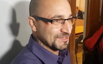 Čech souzený za schvalování terorismu radí, aby si lidé zrušili Facebook.