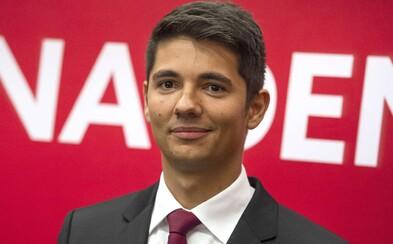 Fico je vraj náš najlepší politik a za Kočnera môže Radičovej vláda. Toto je Erik Kaliňák, 28-ročný nový podpredseda Smeru
