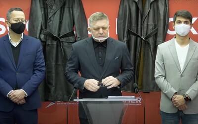 Fico na tlačovke s gestapáckymi kabátmi obviňoval prokurátorov klamstvami. Vyšetrovateľ priznal, že si vymýšľal
