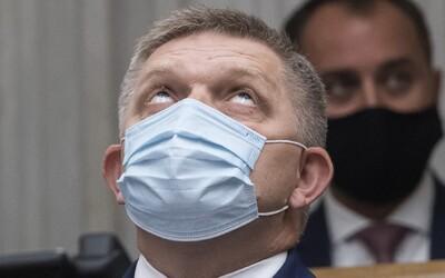 Fico nechtiac zariadil Slovákom prísnejšie podmienky návratu zo zahraničia, na Facebooku zavádza o karanténe