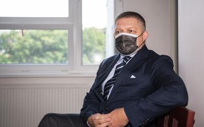 """Fico sa prišiel pozrieť na súd s Kováčikom a opäť zavádzal o krivých výpovediach. """"Je to fraška,"""" vyhlásil"""