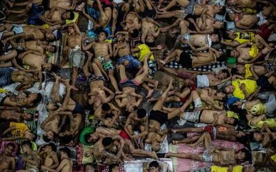 Filipínská věznice, kde jsou vězni namačkaní hůře než sardinky. Počet lidí pětinásobně překračuje limity a smrt není ničím zvláštním
