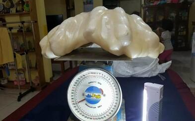 Filipínský rybář spával 10 let nad největší perlou na světě v hodnotě téměř dvě a půl miliardy korun. Měl ji jako talisman pro štěstí