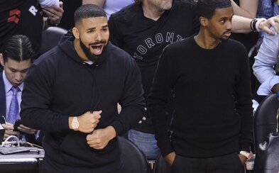 Finále NBA patrí Drakeovi. Bez rešpektu trolluje najväčšie hviezdy priamo na palubovke aj na Instagrame