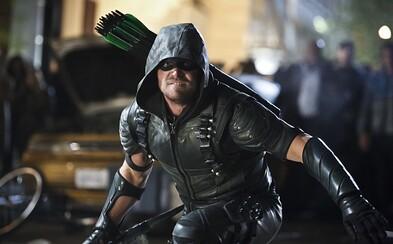 Finále štvrtej série Arrowa sľubuje obrovskú pouličnú bitku medzi silami Olivera Queena a Damiena Darhka