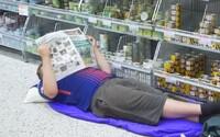 Finský obchod zákazníkům dovolil přespat ve své klimatizované prodejně