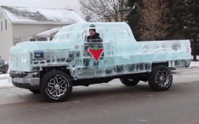 Firma Canadian Tire vytvorila pick-up z 5-tich ton ľadu!