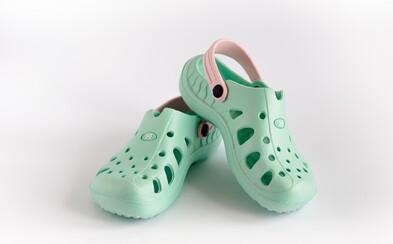 Firma Crocs zatvorila poslednú pobočku v Taliansku. Skončí sa éra nevkusných topánok?
