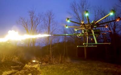Firma představila dron s plamenometem, který zasáhne cíl do 7,5 metru. Koupit si ho budeš moci i ty