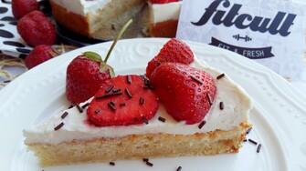 Fit jahodová torta chutí skvelo a pochváliť sa môže aj slušnými nutričnými hodnotami (Recept)