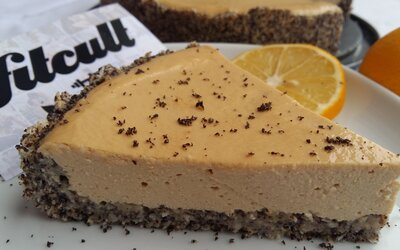 Fit makový cheesecake s dostatkem bílkovin a s vyváženými nutričními hodnotami (Recept)
