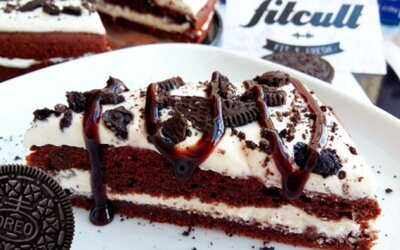 Fit Oreo dort je něco jako dokonalost na talíři. Jeden kousek má 7 gramů bílkovin a chuť tě jednoduše dostane
