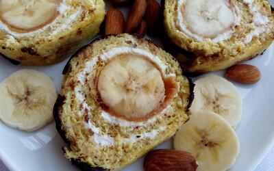 Fitness banánová roláda s pomerne malým množstvom sacharidov, ktorá je navyše bezlepková (Recept)