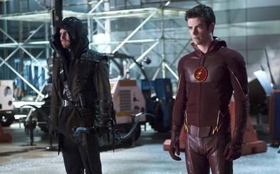 Flash a Arrow budú musieť spojiť sily s ďalšími hrdinami v novom seriáli z dielne DC
